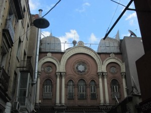 The forgotten Synagogue found in the middle of Istanbul